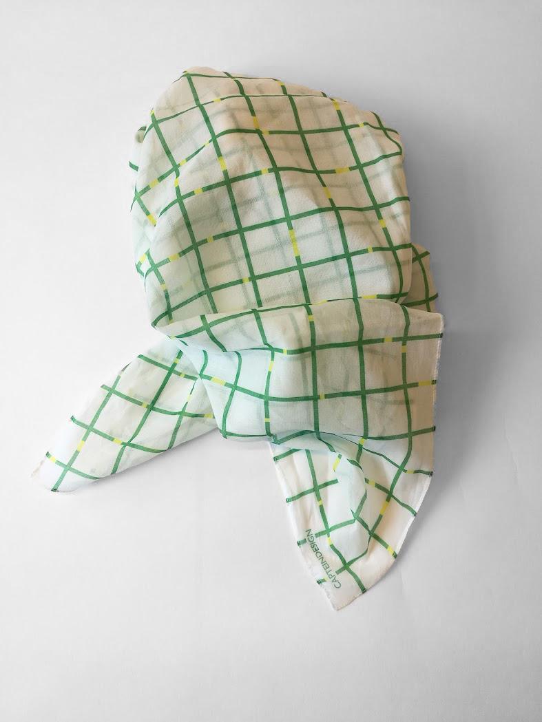 Shawl 'Mind the Gap White Green'