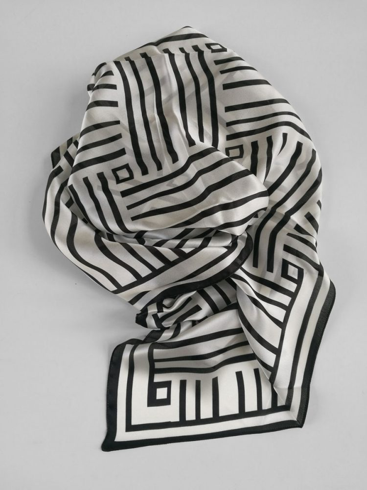 Shawl 'Framed Black & White'