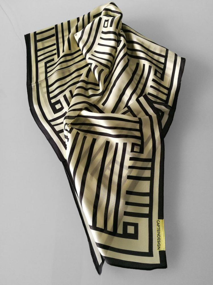 Shawl 'Framed Black & Off White'