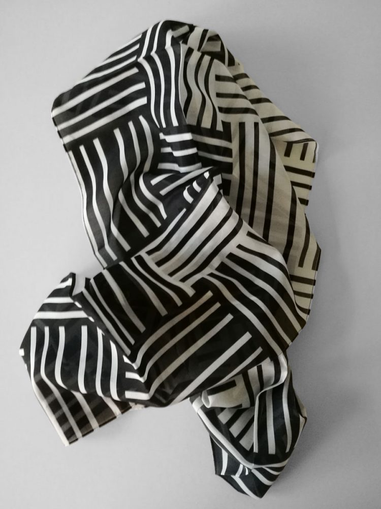 Shawl 'No Stars Black & White'